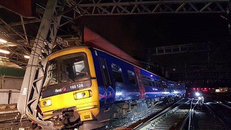 Muslimský strojvedoucí kvůli ramadánu NEPIL a NEJEDL: Projel na červenou a nedokázal vlak zastavit!