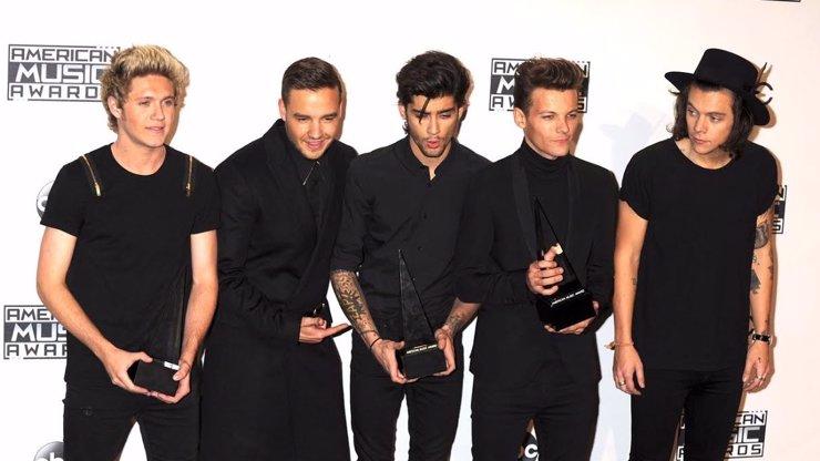 Holčičky a gayové, připravit kapesníky: Zayn Malik opustil One Direction. Sláva už mu nevoněla!