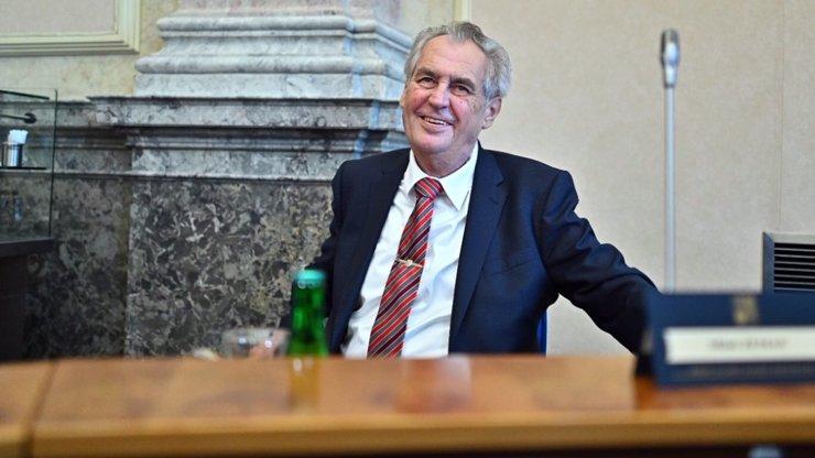Lékaři zveřejnili zdravotní dokumentaci Miloše Zemana: Pokles váhy, nespavost a úbytek svalů