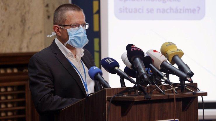 Šéf ÚZIS Ladislav Dušek: Epidemie neskončí, návrat lze čekat v lednu či únoru