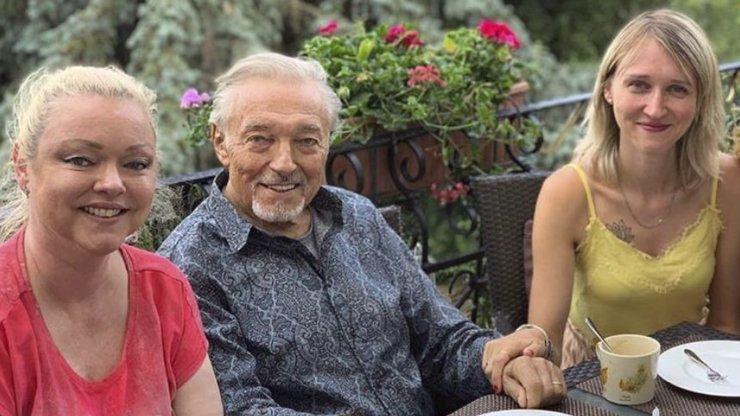 Karel Gott vzkazuje: Dceři Dominice jsem v Česku platil všechno já
