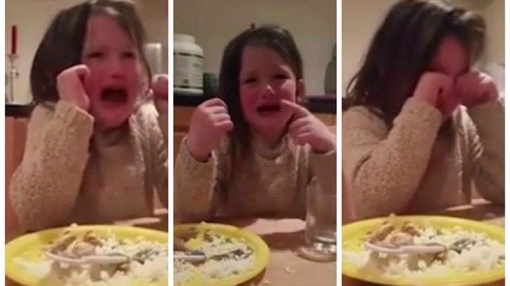 Tohle video vás pořádně chytne za srdce! Pětiletá holčička se v něm složí, když má sníst jídlo z