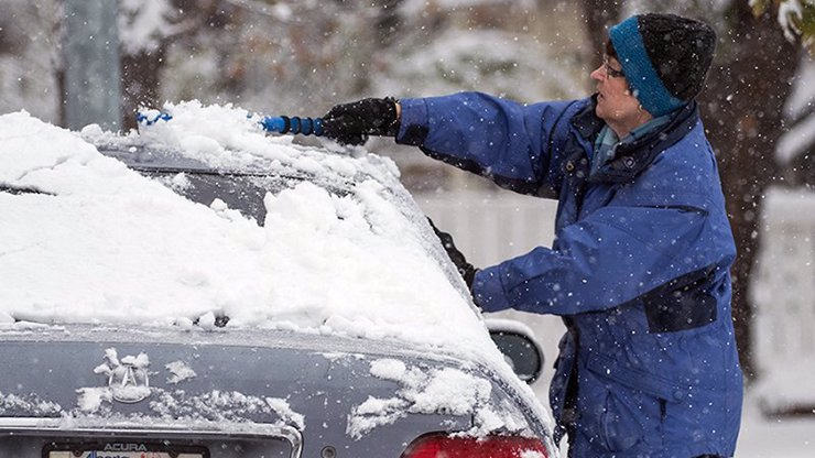 Jak rychle rozmrazit okna u auta? Na škrabku zapomeňte, stačí dva jednoduché kroky
