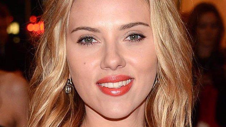 TOP 10 předmětů od celebrit vydražených za nejvíc peněz: Neuvěříte, co jsou lidé ochotni zaplatit třeba za použitý kapesník Scarlett Johansson