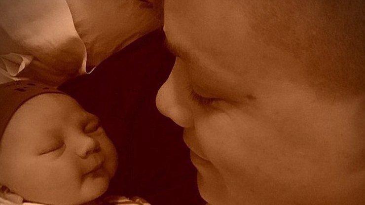 Konečně dobrá zpráva! Zpěvačka Pink přivítala na světě svého syna!
