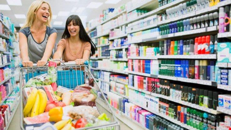 Jste zvyklí chodit na svátky do supermarketu? Zítra si nakoupíte NAPOSLEDY!