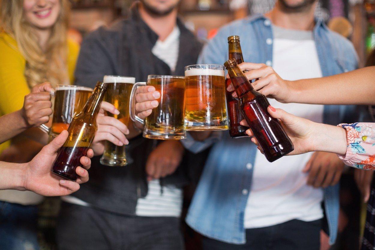 Česko se dočkalo další velké vlny rozvolnění: Na pivo se může i po 23. hodině