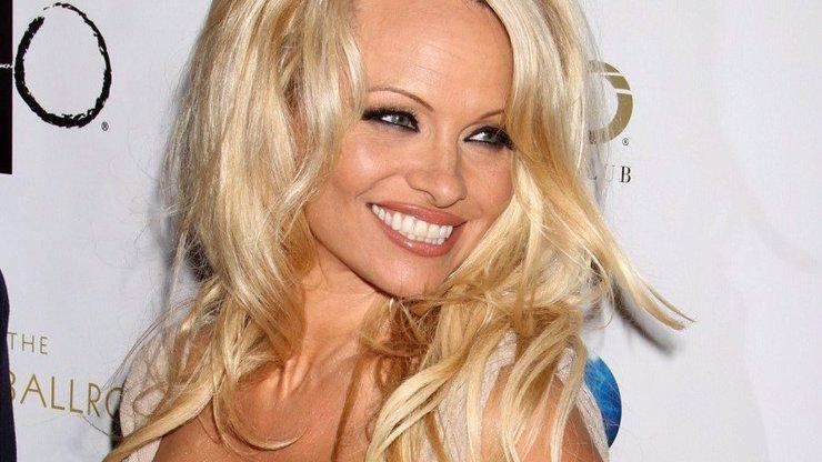 Vážné problémy! Pamela Anderson zrušila autogramiádu v Praze. Víme proč