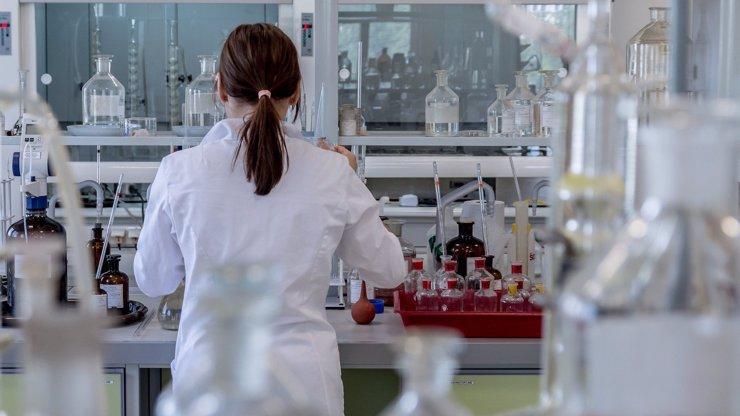 Podle WHO je koronavirová situace v Česku znepokojivá. Měli by mlčet, soptí Babiš