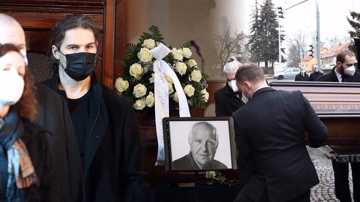 10 nejemotivnějších momentů z pohřbu Otakara Černého. Jágr stál opodál