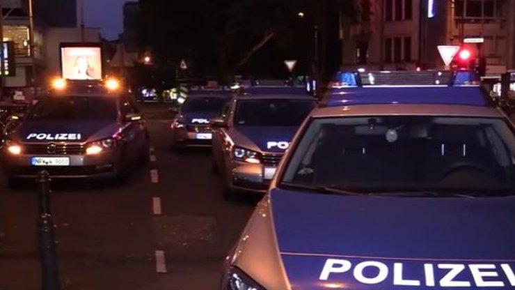 Útok v Kolíně nad Rýnem: Muži se bili sekyrami a stříleli, jeden těžce zraněný. Pachatelé jsou na útěku