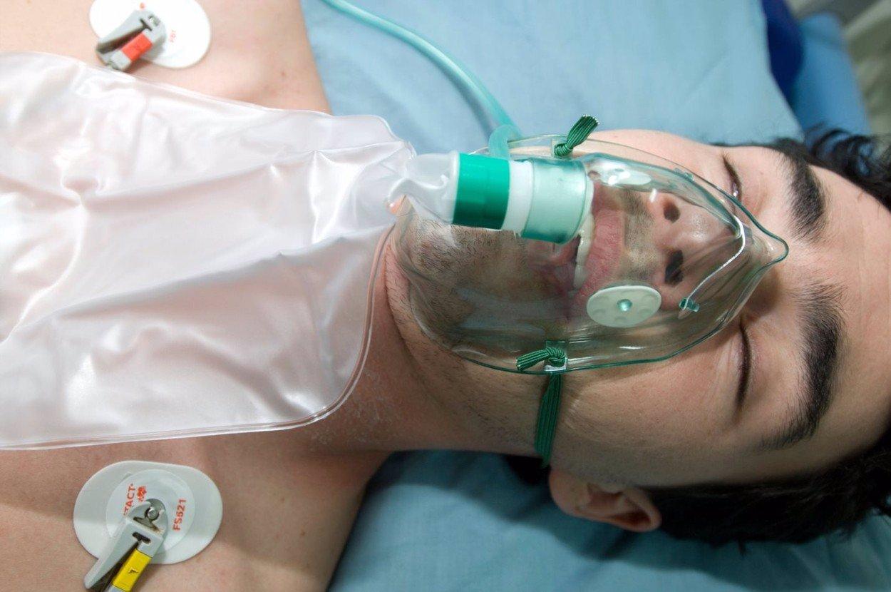 Koronavirus v Česku: Příčinou úmrtí přes poloviny pacientů nebyl Covid-19 ale jiné nemoci