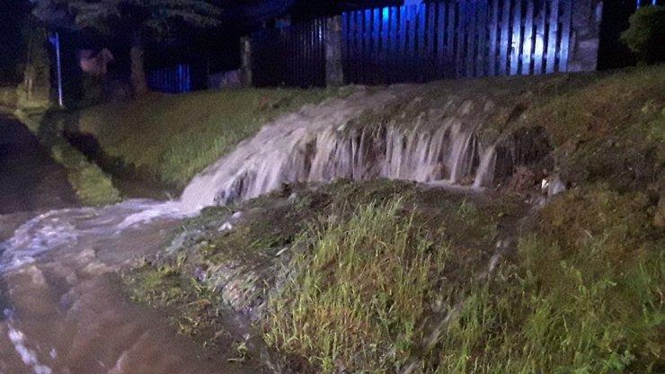 Meteorologové upřesnili výstrahu: Povodně udeří na jihu a východě, na západě bouřky