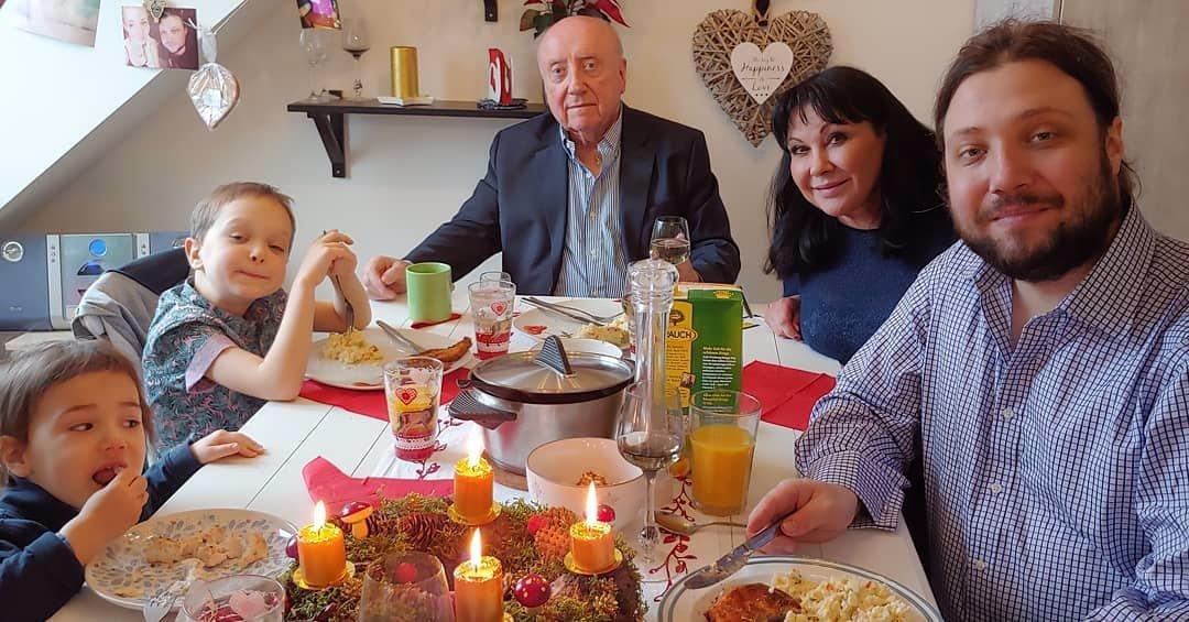 Felix se rozdvojil? Vánoční fotka s Dádou, ale i s milenkou Gelemovou!