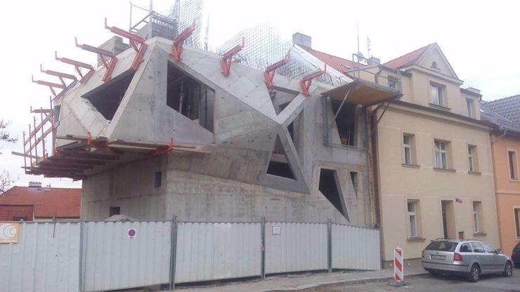Vítejte ve Hře o trůny! Poznáte, kde v Praze najdete tuhle šílenou stavbu?