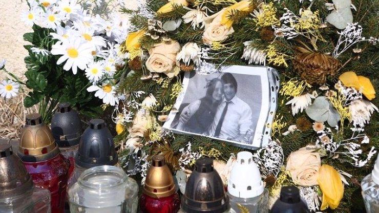 Mafiánská vražda: Slovensko pohřbí Jána Kuciaka. Proč nemůže spočinout vedle své lásky Martiny?