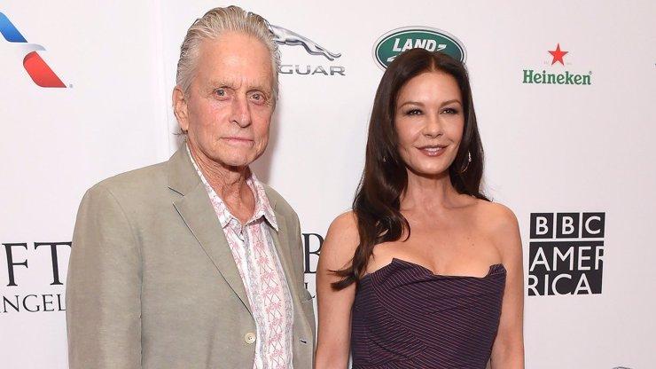 Slaví ve stejný den: Michael Douglas (75) je stále elegán, jeho Catherine (50) nestárne
