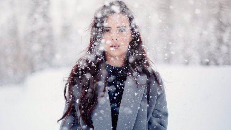 Brutální ochlazení: Výstraha před kroupami a větrem, má napadnout až 15 cm sněhu