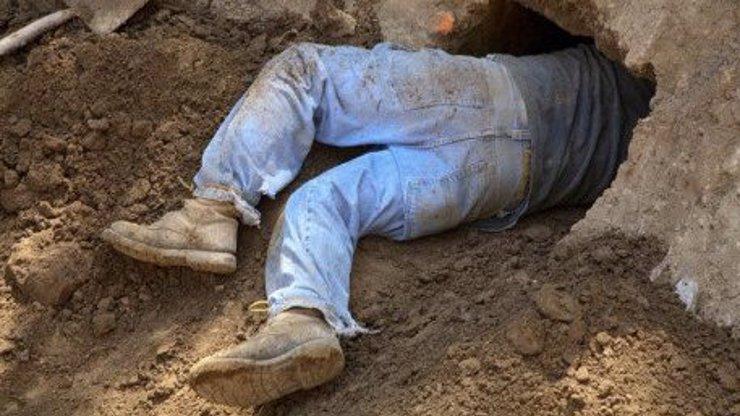 Nepochopíte, co tenhle muž udělal, aby mohl v noci utíkat před chrápající manželkou!