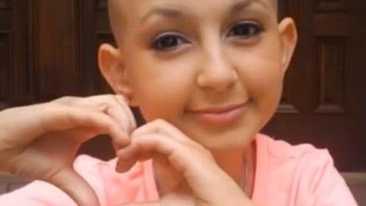Jedna z nejvýraznějších osobností YouTube zemřela: Třináctiletá Talia, která vlévala do žil naději milionům stejně nemocných, prohrála svůj boj s rakovinou