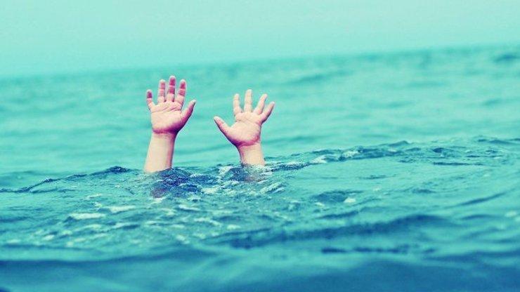 Otřesná tragédie na Kladensku: Třináctiletý kluk skočil do rybníka, už nevyplaval
