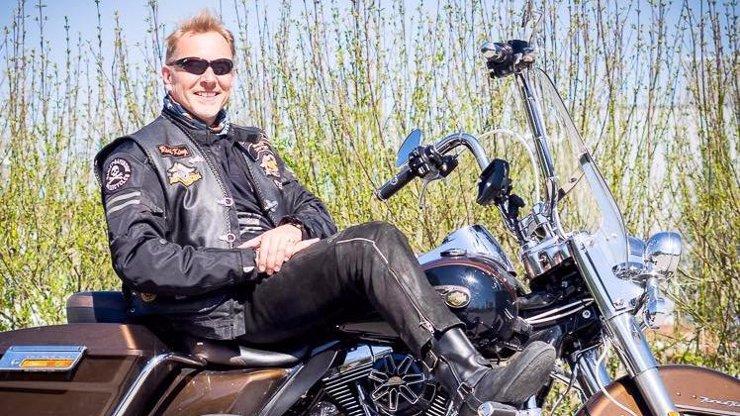 Hororová nehoda na motorce: Německý princ Otto von Hessen zemřel po nárazu do svodidel. Bylo mu 55 let