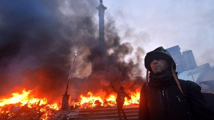Masakr v Kyjevě: Hořící ulice jsou plné mrtvých a zraněných lidí. Co se to na té Ukrajině sakra děje?!