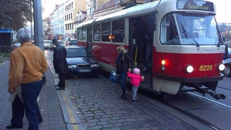 Vidlák ze Slovenska parkoval v Praze! Proč sem tyhle řidiče vůbec magistrát pouští?