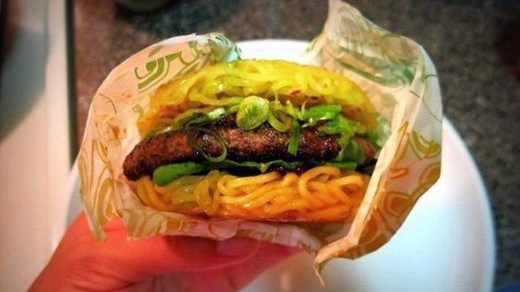 Nová pochoutka, která se stává v Americe extrémně populární. Porazí hamburger s těstovinami i McDonald's?