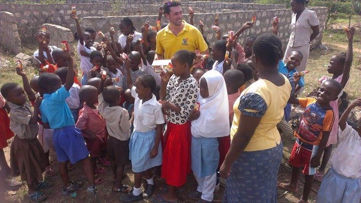 Hrabě Martucci už závěti po knihovnách nehledá: Místo Džambulky zachraňuje Afriku a její děti a je to celkem síla!