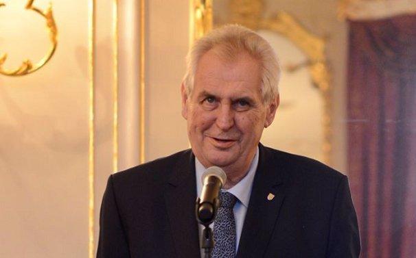 Koronavirus: Zeman zůstane dva týdny v karanténě, prezident nechce riskovat