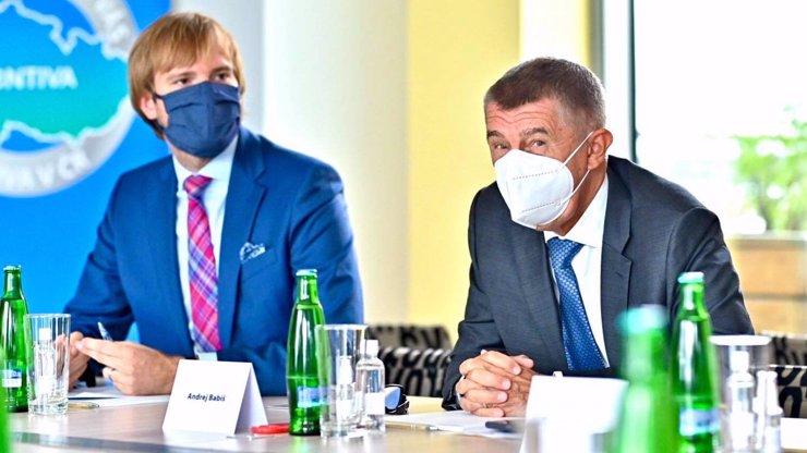Trestní oznámení na Babiše a Vojtěcha: Nezvládli epidemii, ohrozili Česko, tvrdí právník