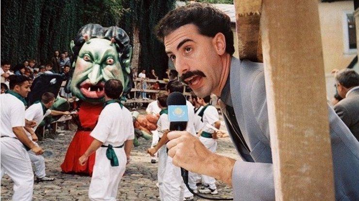 Sacha Baron Cohen slaví 49. narozeniny: Při natáčení Borata 2 ho málem zabili