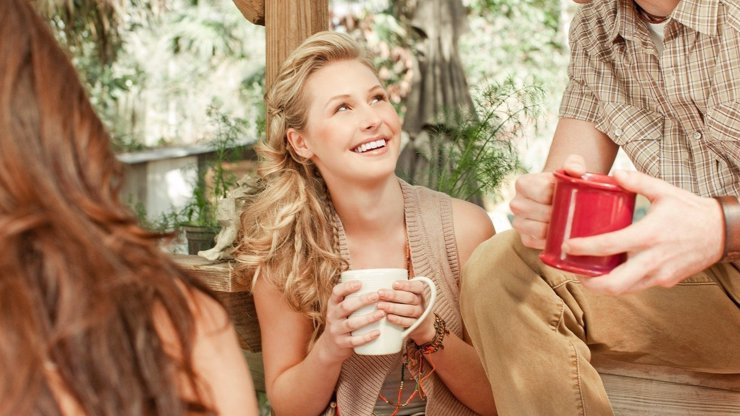 Mýty kolem koronaviru: Pití teplého čaje vás nevyléčí, varují doktoři
