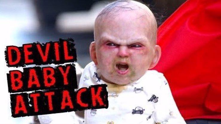 Brutální skrytá kamera, ze které byste nejspíš dostali infarkt! Ďáblem posedlé miminko v ulicích!