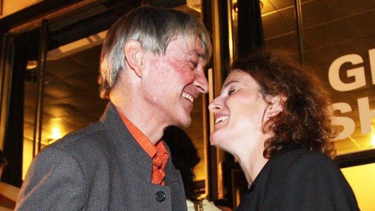 Vdova po Vladimíru Dlouhém je konečně šťastná! Nového muže už dávno netají