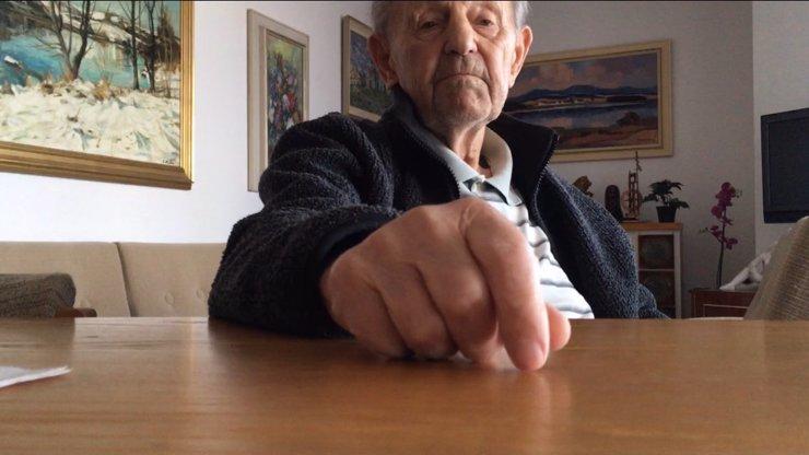 Milouš Jakeš z domu odešel v 15 letech. Rodiče navštívil dvakrát do roka
