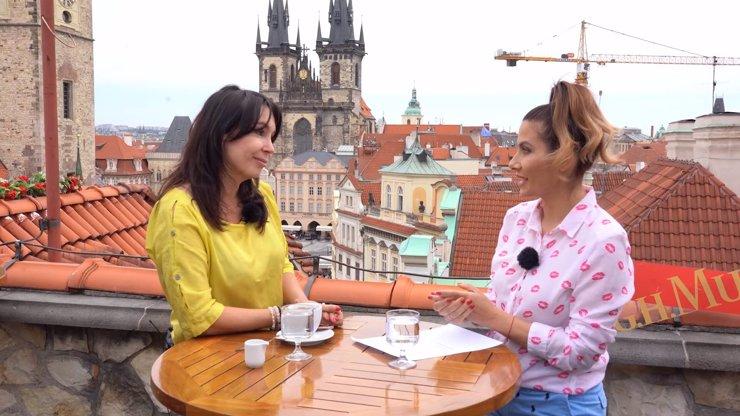 Extra Host Nela Boudová otevřeně o skandální fotce: Proč jsem měla roušku v klíně?