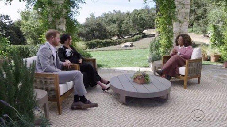 Rozhovor Harryho a Meghan s Oprah poprvé v češtině: Zlaté klece, prázdné palice, píší diváci.