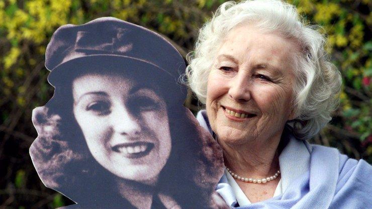 Velká rána pro hudební svět: Zemřela zpěvačka Vera Lynn, která dávala naději a víru vojákům