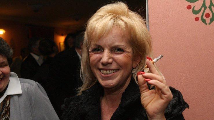 Hana Krampolová se topí v bezmoci! Alkohol, léky a...
