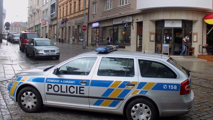 POLICIE UZAVŘELA METRO: Na Můstku se našel podezřelý kufřík, ve kterém může být bomba
