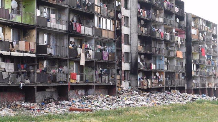 Šokující případ z Košic: Matka (18) vyhodila své mrtvé novorozeně z balkonu přímo do odpadků