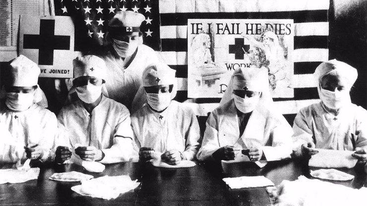 20 důkazů, že už před sto lety nosili roušky všichni a sestry byly stejně obětavé