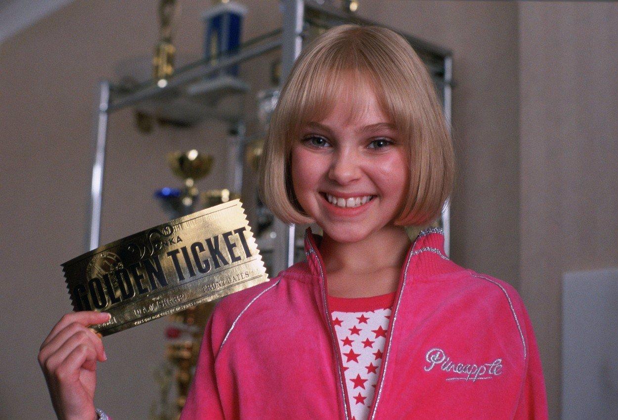 Vzpomínáte si na otravnou Violet z Karlíka a továrny na čokoládu? Dneska je z ní sexy kost!