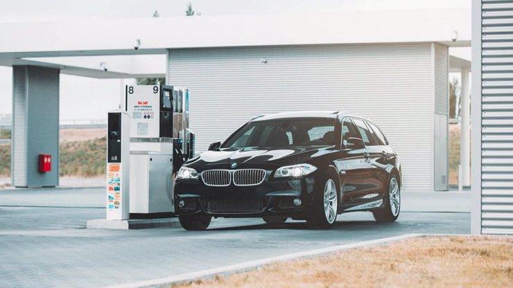 Bude benzín brzy o hodně levnější? Do dvou let realita, slibuje expert Pavel Ryba