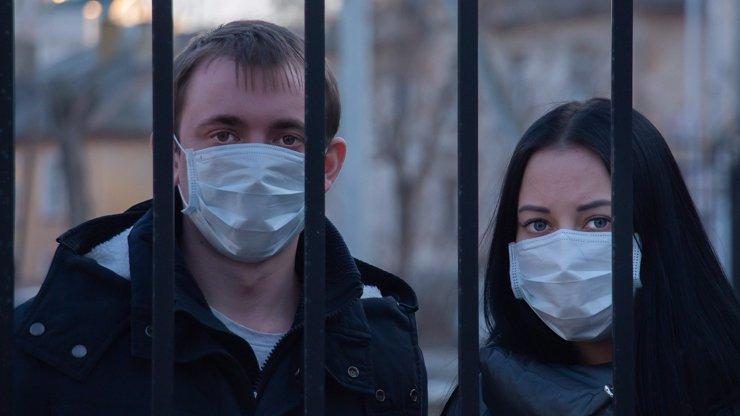 Situace v Evropě se zhoršuje: Maďarsko kvůli koronaviru zavírá hranice. V Česku přibývá nakažených