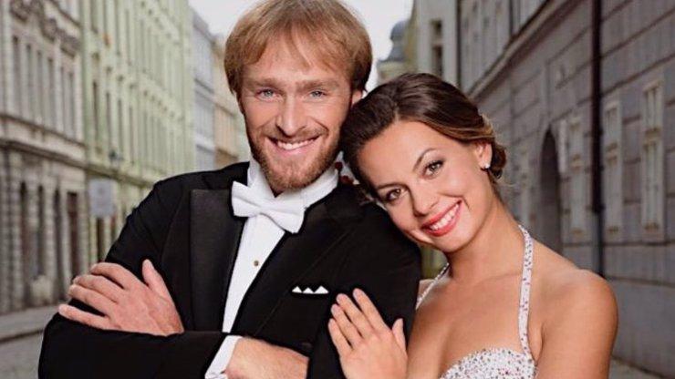 Vodí se za ruku jako milenci: Vágner objímá tanečnici ze StarDance