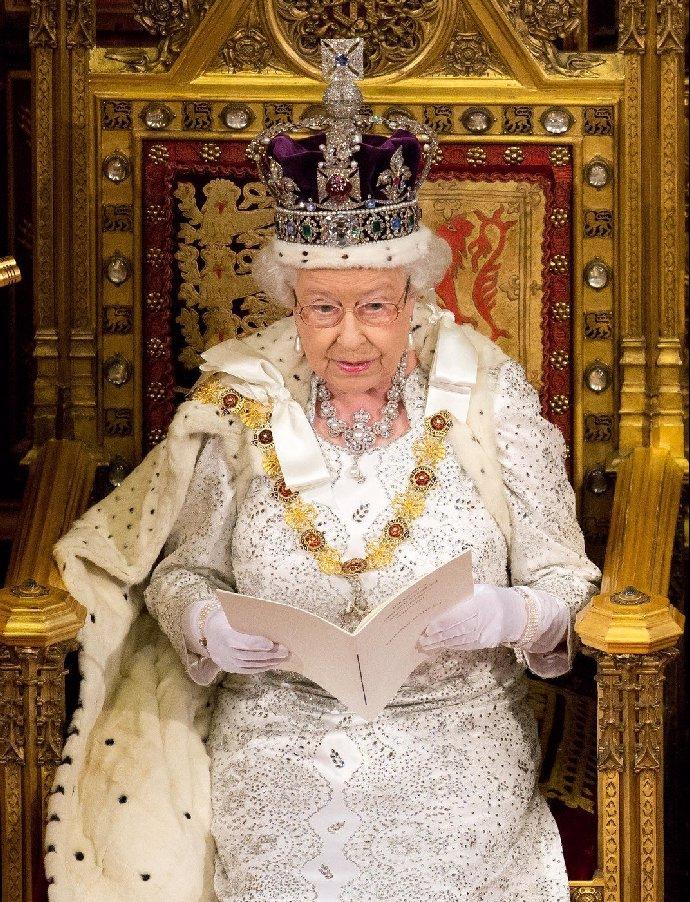 Královská rodina může slavit! Princezna Beatrice porodila krásné miminko