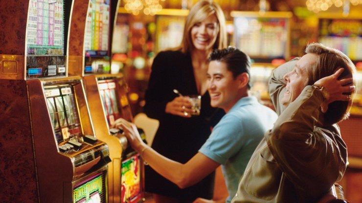 Nulová tolerance hazardu je prázdné gesto. Věnujme se dětem a sledujme, co hrají v telefonu, říká psycholog Douda